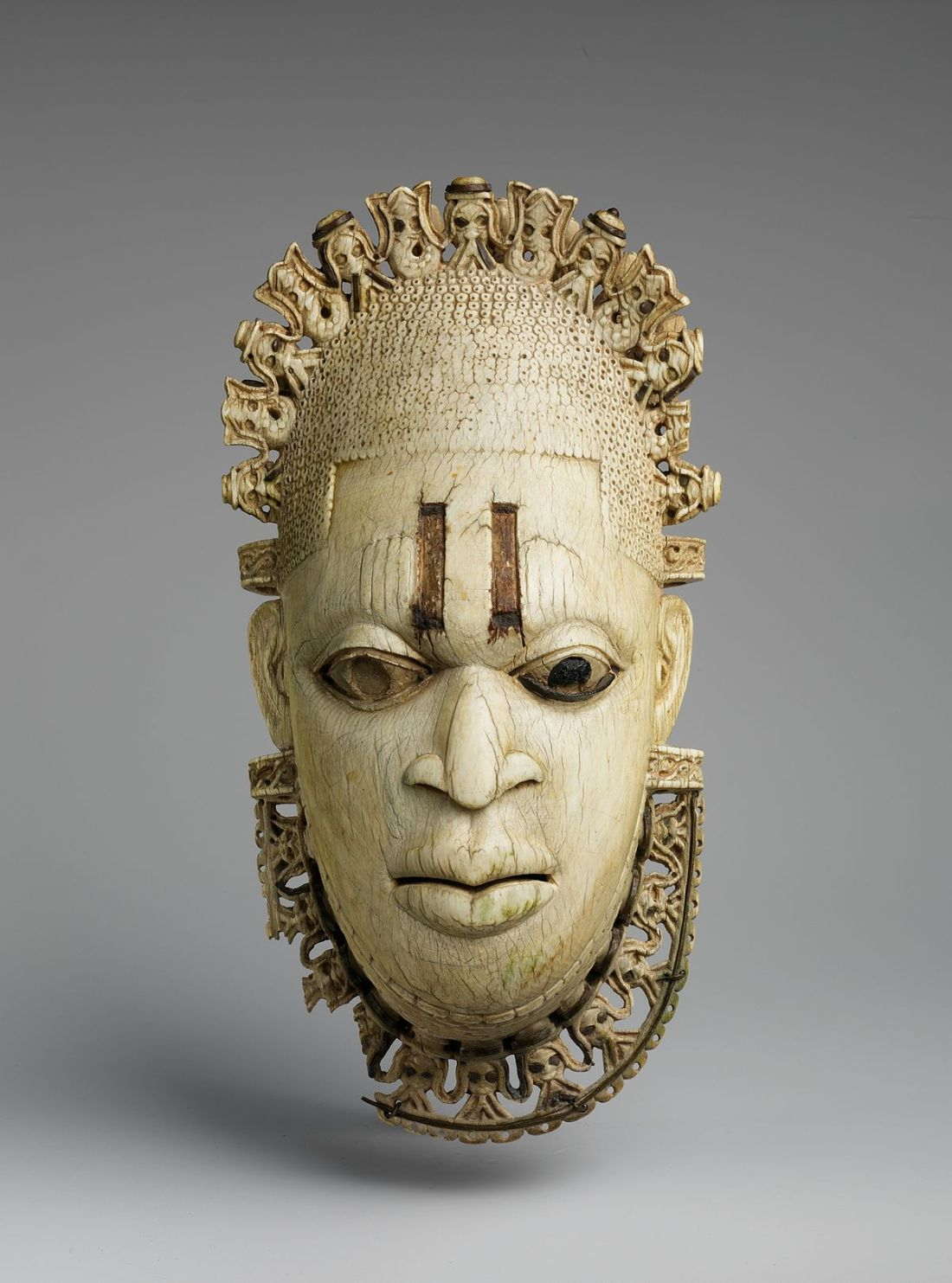 Queen_Mother_Pendant_Mask-_Iyoba_MET_DP231460